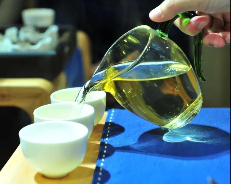 公道杯摆方式影响茶汤滋味--味觉审美